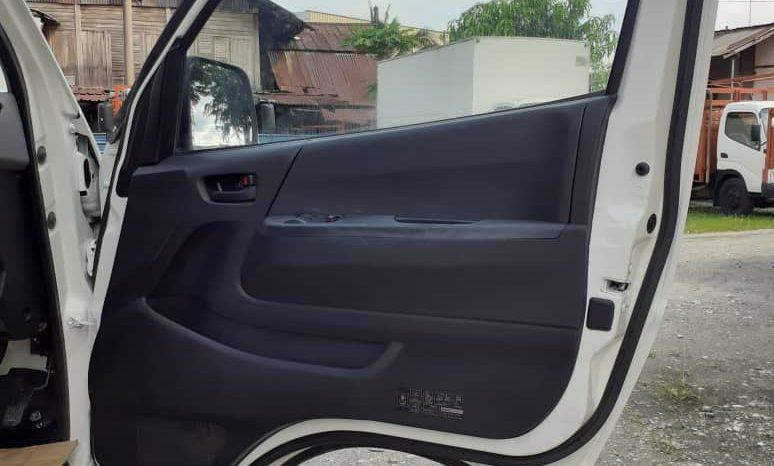 2011 Toyota Hiace Panel Van 2.5 full